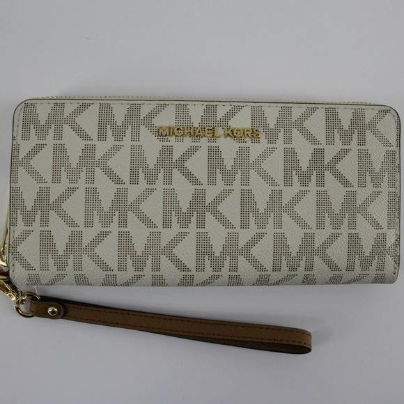 d647da018c08 Michael Kors Bags | Jet Set Travel Vanillaacorn Wallet | Poshmark